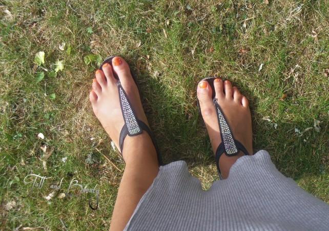 Sandals/ les sandales